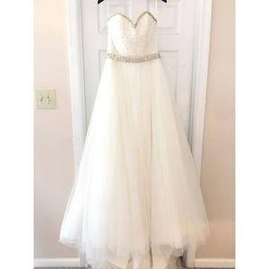 Morilee by Madeline Gardner Wedding D. -never worn